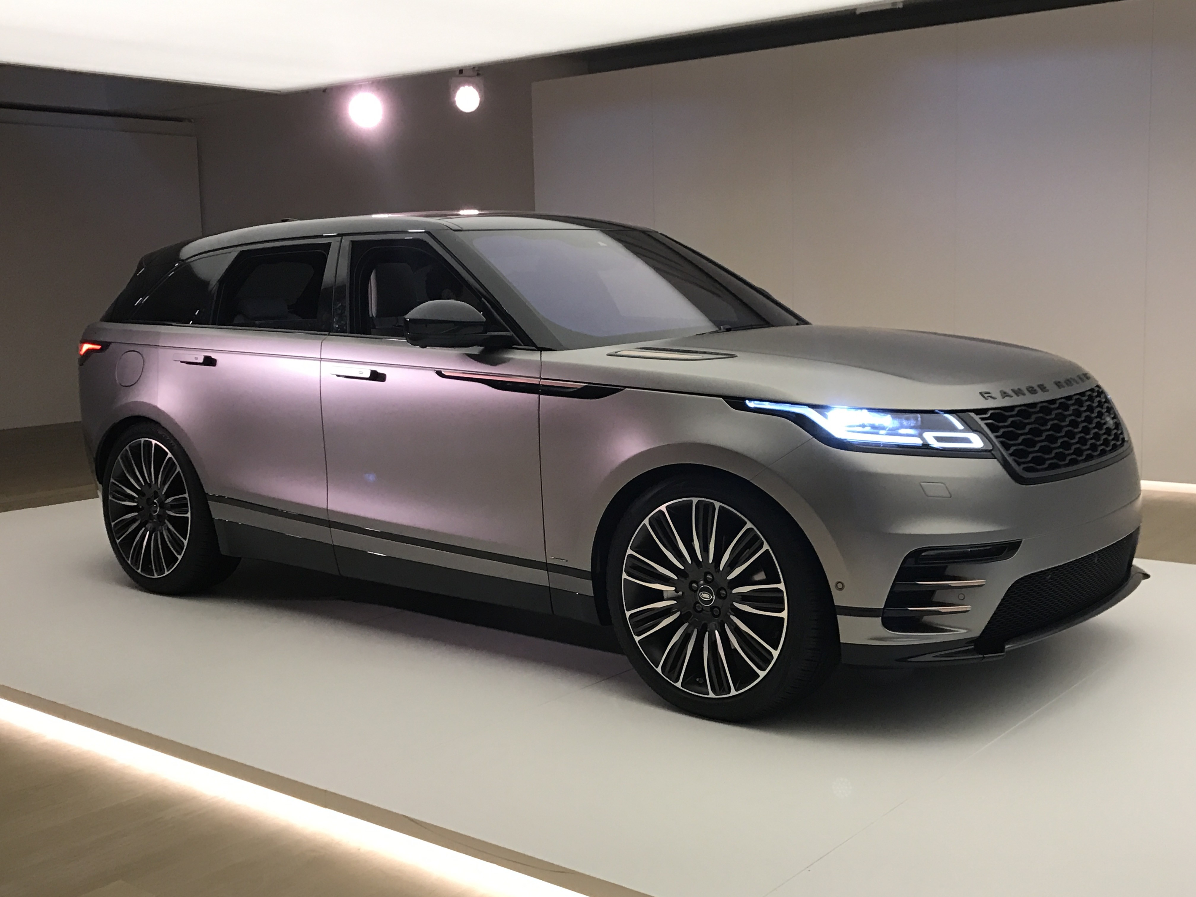 nuova range rover velar. Black Bedroom Furniture Sets. Home Design Ideas